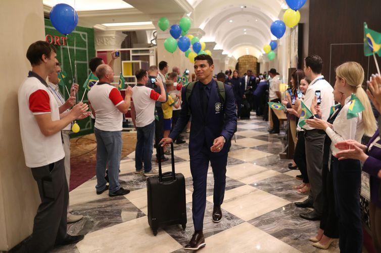 Na chegada ao hotel, os jogadores e a comissão técnica foram recepcionados pelos funcionários
