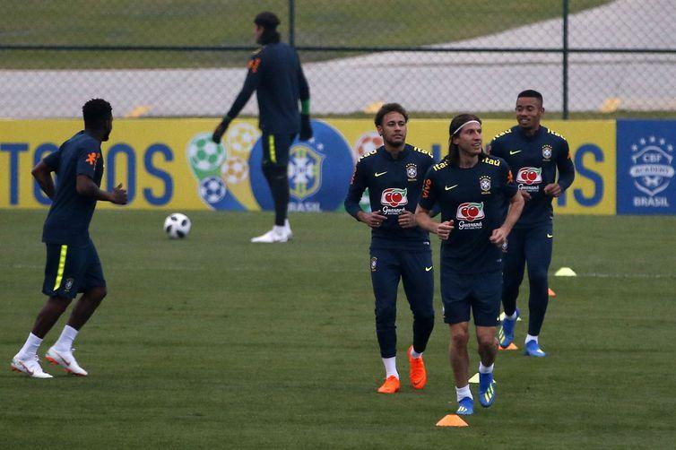 Treino em campo da seleção brasileira de futebol para a Copa do Mundo da Rússia 2018, na Granja Comary.