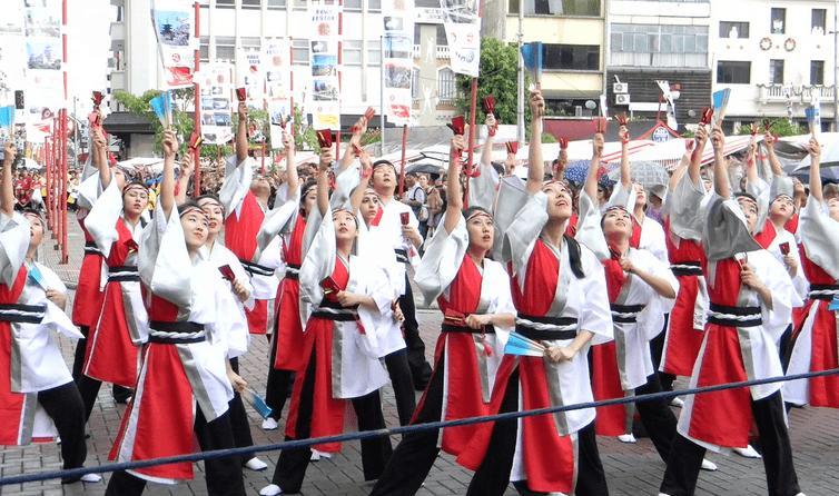 Danças folclóricas com o grupo Shinsei Acal