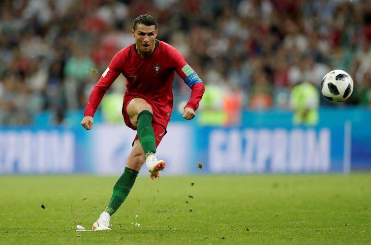Copa 2018: Portugal e Espanha - Cristiano Ronaldo de Portugal faz seu terceiro gol.