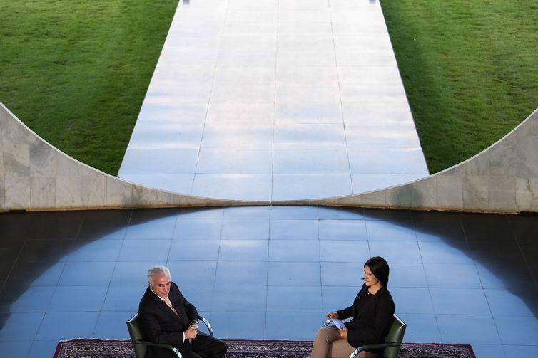 O presidente Michel Temer concede entrevista à jornalista Roseann Kennedy, no Programa Nos Corredores do Poder