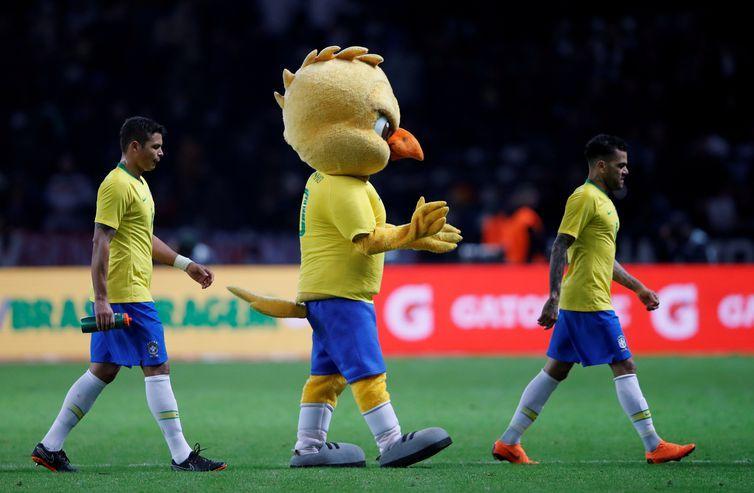 O mascote da seleção canarinho desfilou em Berlim arrancando aplausos dos torcedores