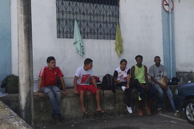 Venezuelanos na rodoviária de Manaus