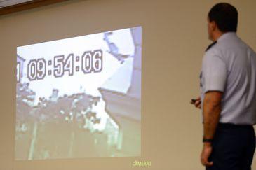 Brasília - O Tenente-Coronel Aviador Raul de Souza, apresenta relatório final da investigação do acidente com a aeronave, que vitimou, o ex-governador de Pernambuco, Eduardo Campos (Fabio Rodrigues Pozzebom/Agência Brasil)