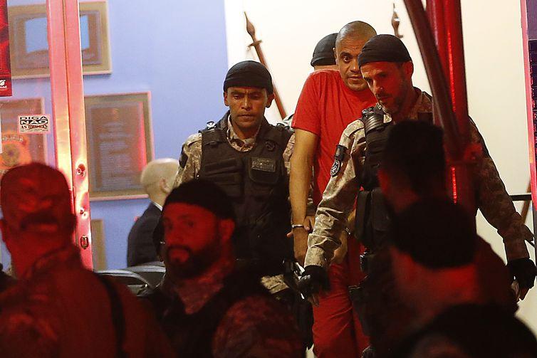 Juiz de Fora - Agressor do deputado Jair Bolsonaro deixa a Polícia Federal em Juiz de Fora após cerca de três horas de interrogatório.(Foto: Tomaz Silva/Agência Brasil)