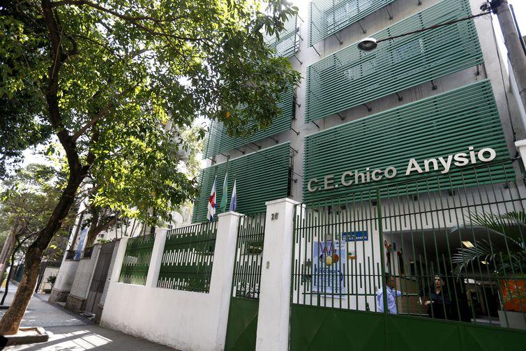Rio de Janeiro - Colégio Estadual Chico Anysio, no Andaraí, mantém convênio com o Instituto Ayrton Senna para desenvolver atividades de empreendedorismo