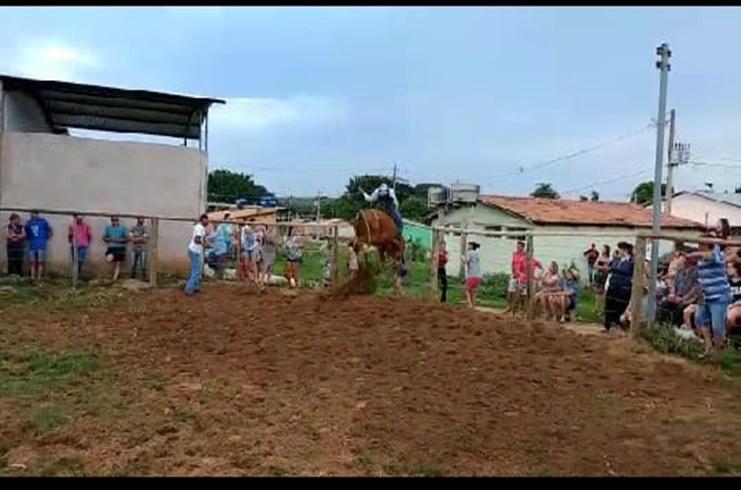 Rapaz morre durante treino de montaria em touros