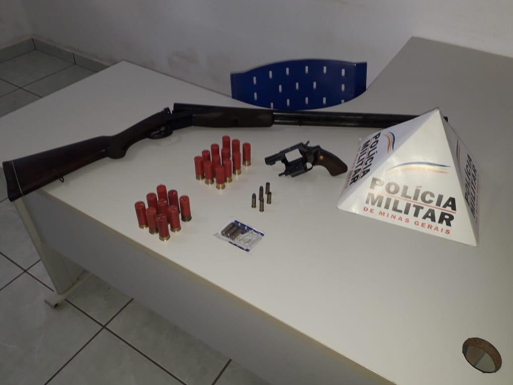 Homem com suspeita de surto psicótico é flagrado com armas na MG-230