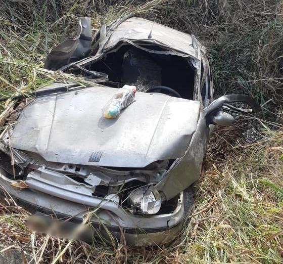BR 262 Jovem morre ao ser arremessado do carro em acidente