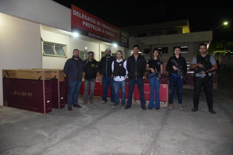 Policiais trocam tiros com bandidos e recuperam carga roubada