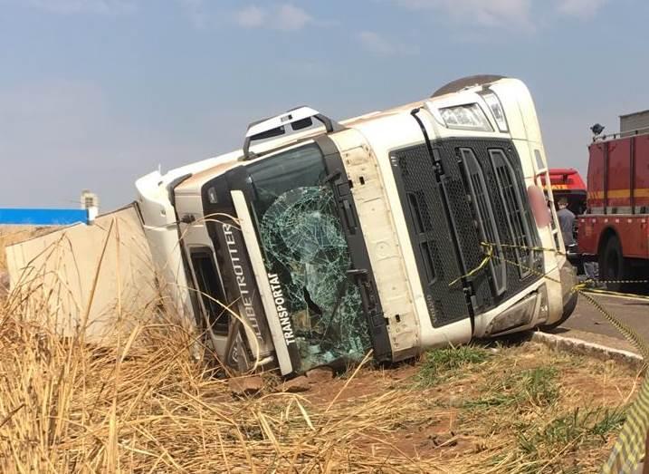 Caminhoneiro morre em acidente na BR-050 em Uberlândia