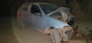 Carros batem de frente e motorista morre na BR-352 em Coromandel
