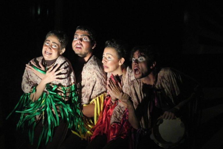 Grupo TUPAM durante espetáculo teatral