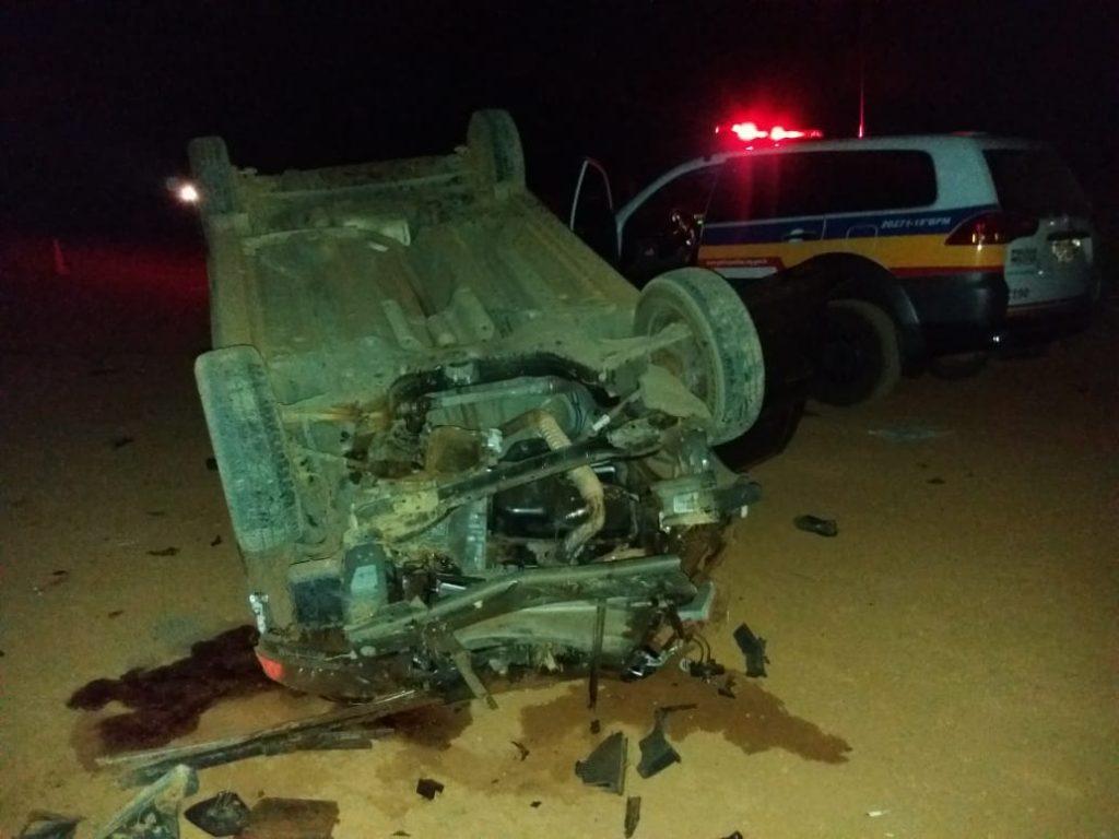 Mãe de motorista morre após carro capotar em São Gotardo