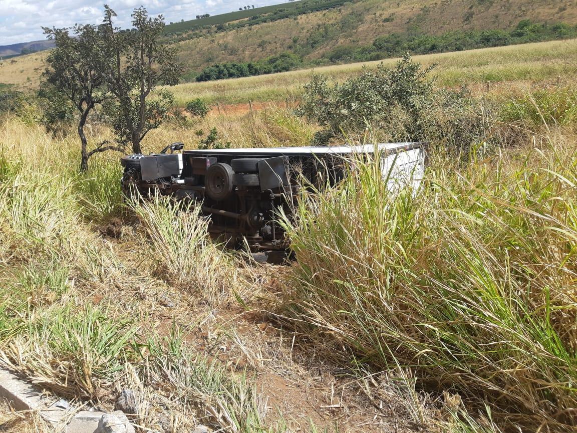 Mãe e filho ficam feridos após acidente na BR-365