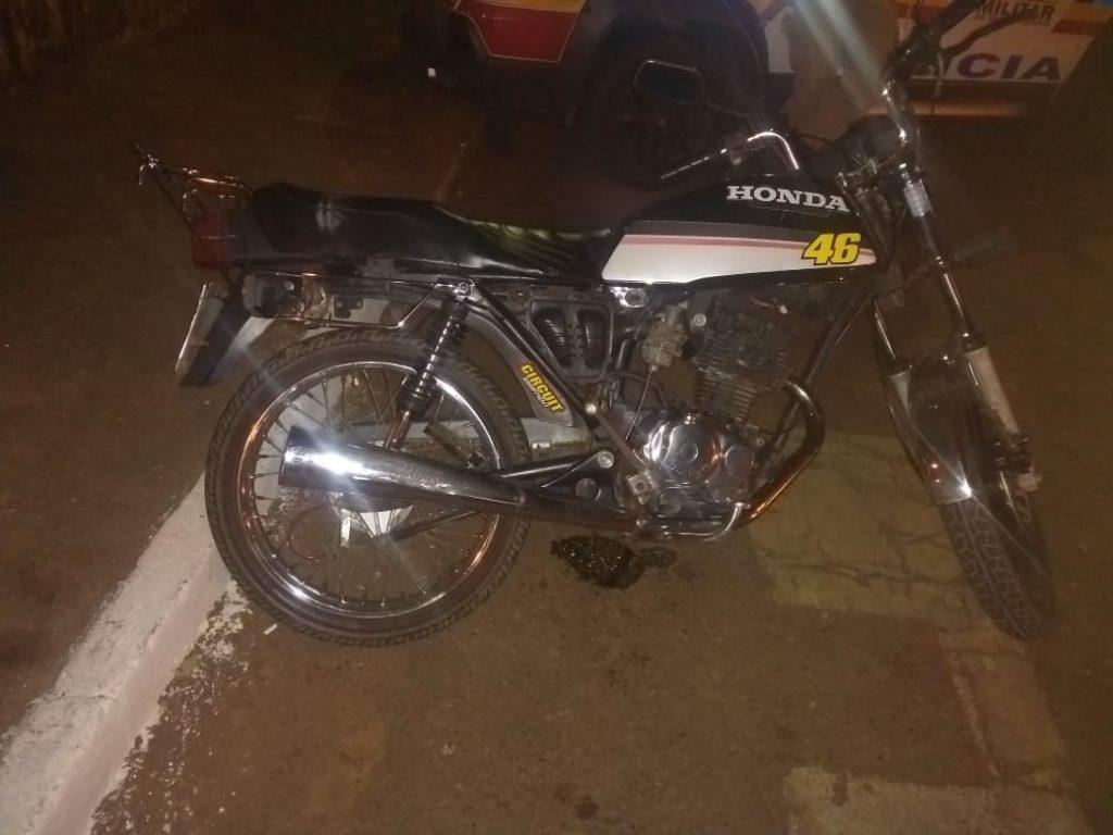 PM age rápido e recupera moto furtada em Monte Carmelo