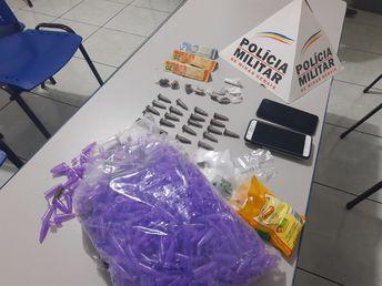 PM apreende drogas e cofrinho de traficante em Serra do Salitre