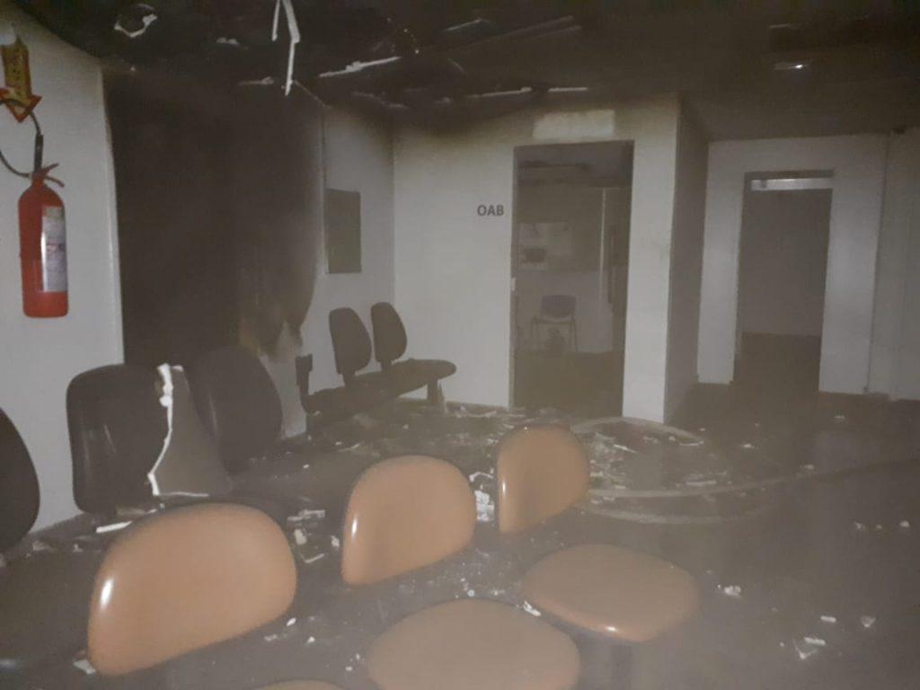 Prédio da Justiça Federal pega fogo em Uberlândia