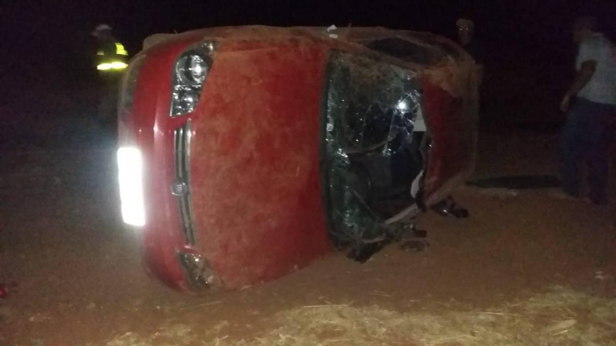 Carro capota na MG-188 e dois adolescentes ficam feridos