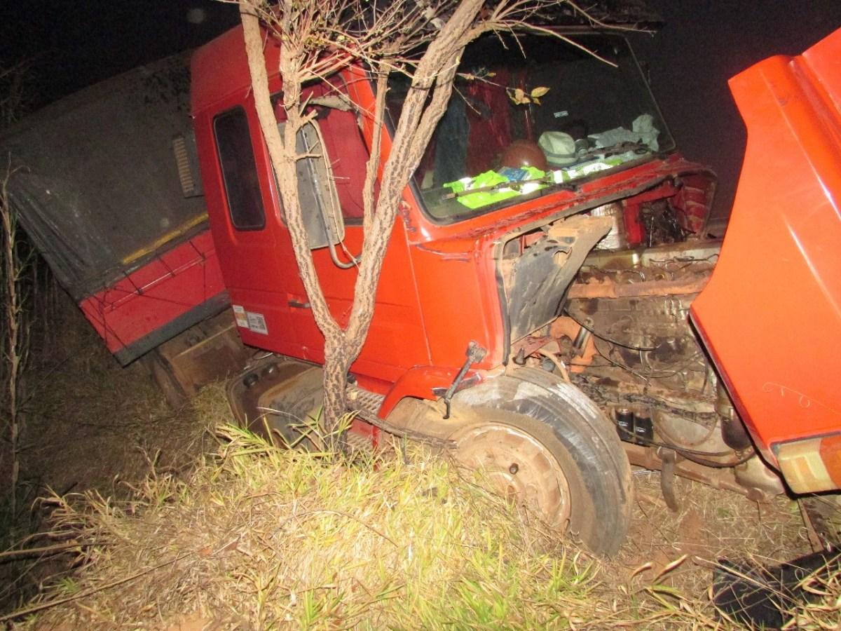 Motorista morre após bater em caminhão na BR-354