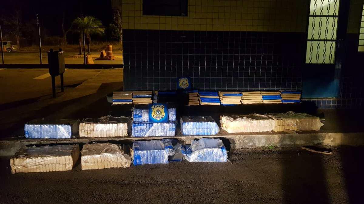 PRF apreende 500 kg de maconha na BR-365 em Patos de Minas