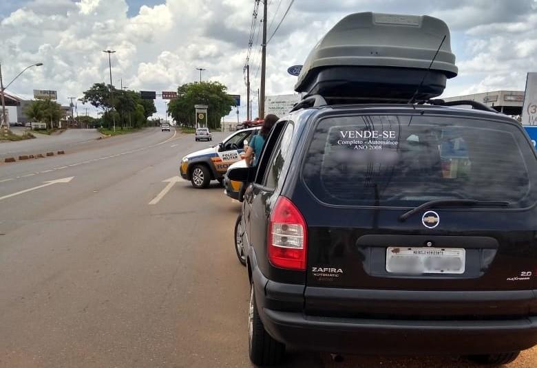 Motorista é preso ao cobrar por carona em Patos de Minas