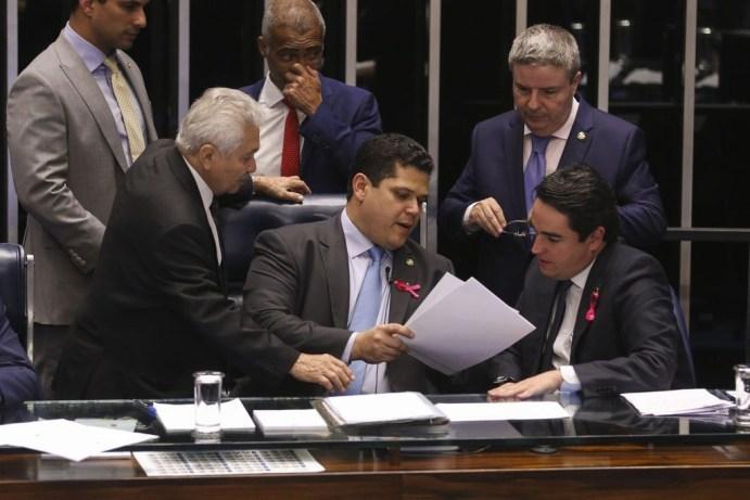 Previdência é aprovada no Senado mas governo sofre derrota
