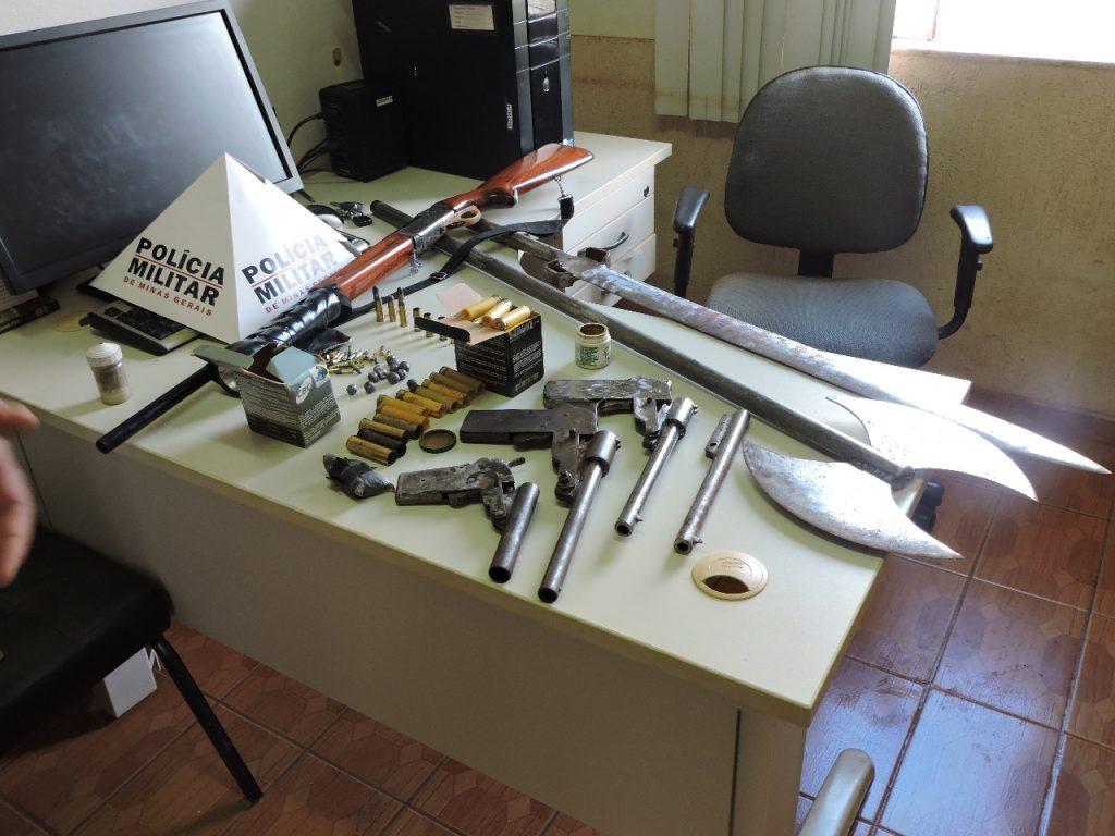 Armas, munições e machado medieval - Monte Carmelo