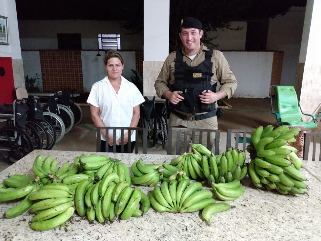 PMs doam bananas em Patos de Minas