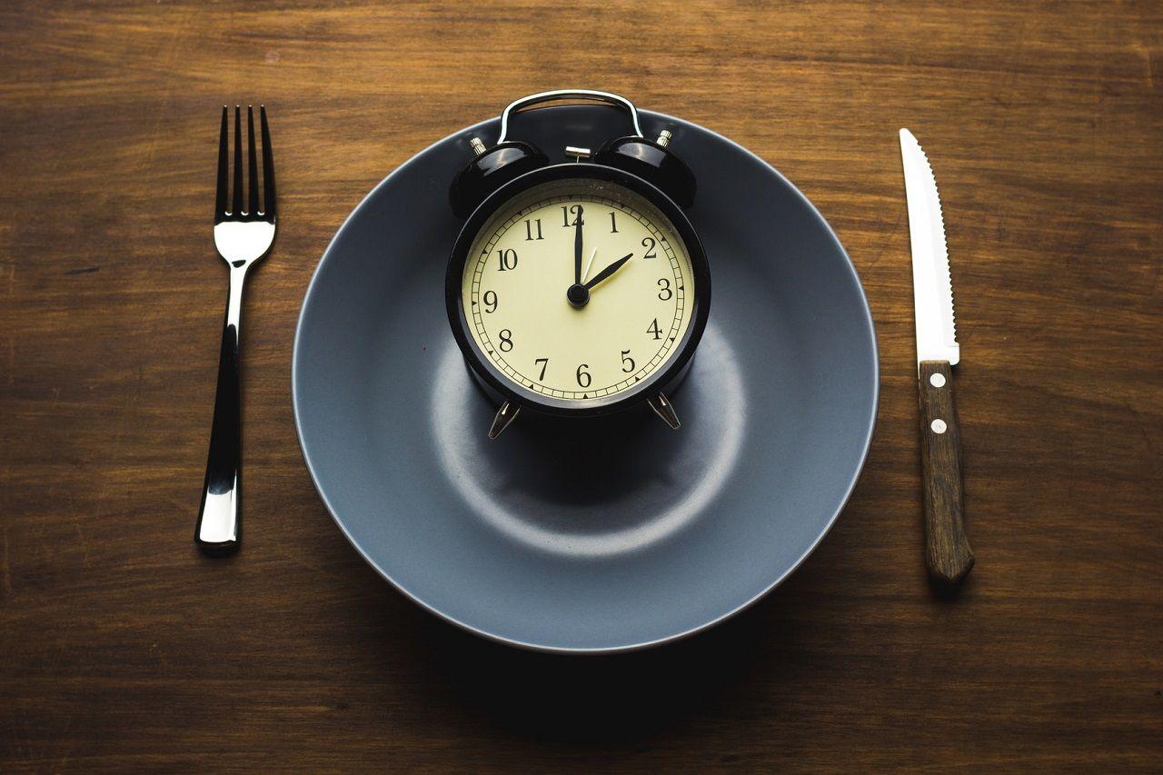 Mahlzeitentiming in der Diät: Wirkung auf Insulinsensitivität & Leberfett