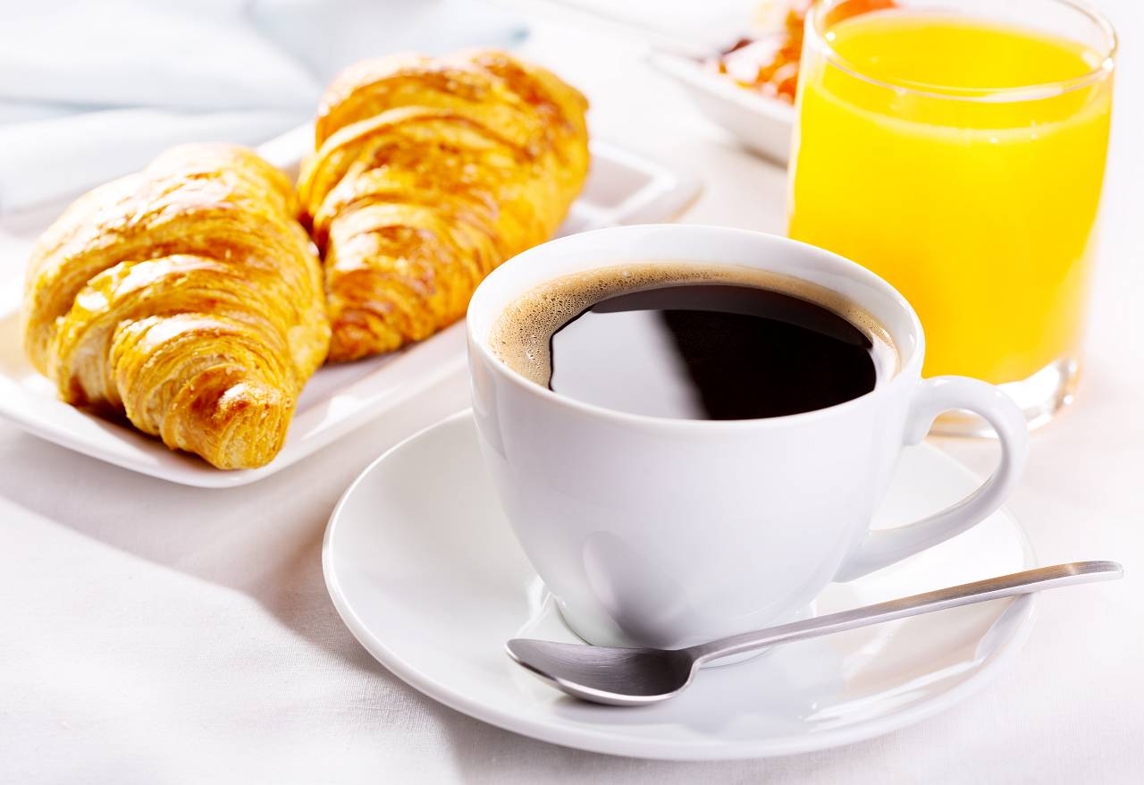 Appetit & Kalorienaufnahme: Welchen Einfluss haben Kaffee und Koffein am Morgen?