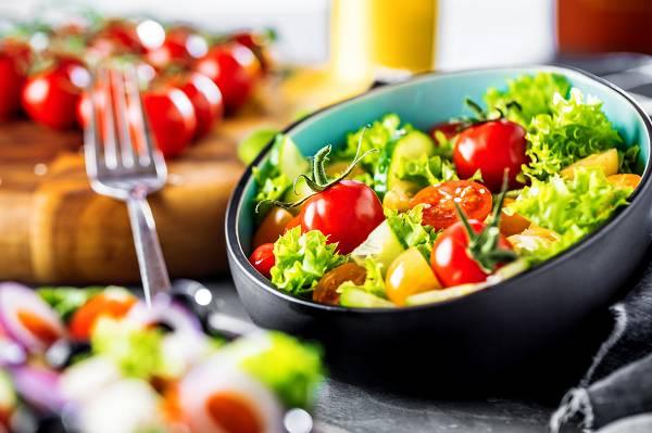 Erfolgreich Muskeln aufbauen: Wenn deine Mahlzeiten so aussehen, bist du definitiv auf dem falschen Weg.