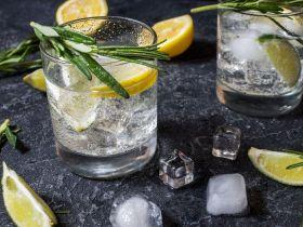 Zitronenwasser (am Morgen): Wie sinnvoll & gesund ist es wirklich?