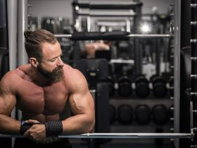 Satzpausen im Kraftsport: Wie lange solltest du zwischen Trainingssätzen pausieren?