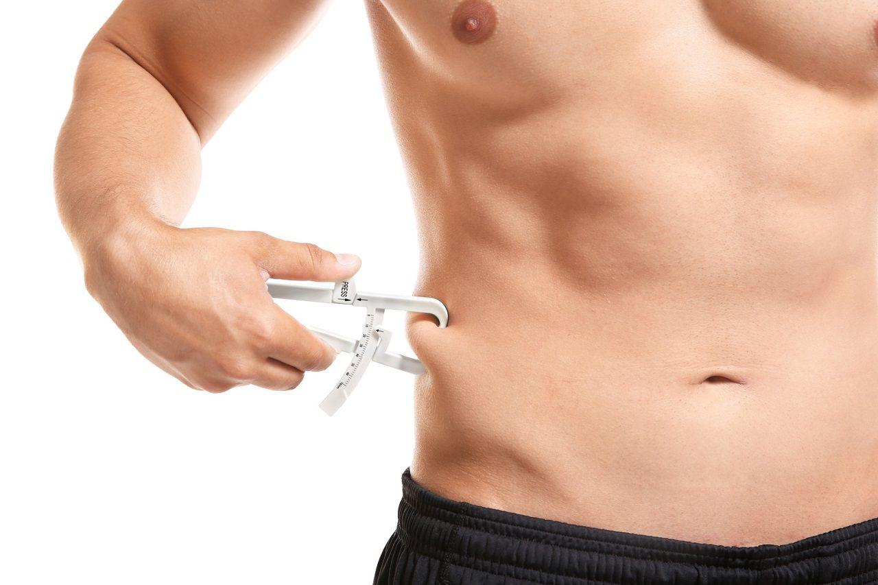 Caliper: Wie du den Körperfettanteil (KFA) mittels Hautfaltenmessung berechnest und worauf du achten solltest