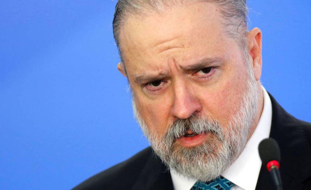 Aras se posiciona contra apreensão do celular de Jair Bolsonaro