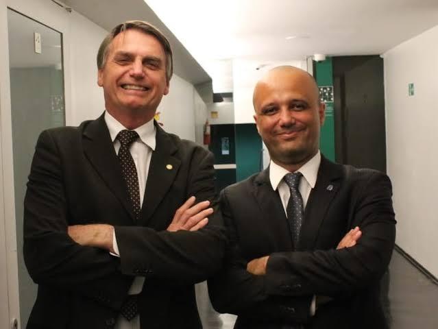 Major Vitor Hugo, líder do governo na Câmara, é cotado para Ministério da Educação.