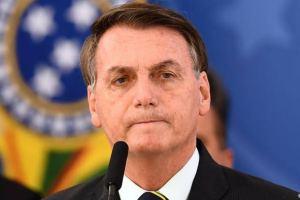 Bolsonaro veta perdão a dívidas tributárias de igrejas.