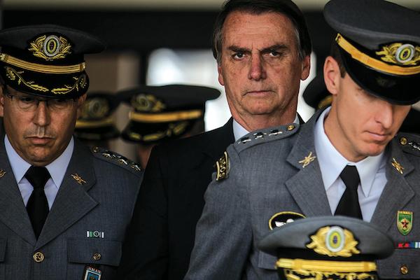 """""""Mais do que a obrigação, tem o dever. Tenho certeza que vocês agirão""""diz Bolsonaro"""