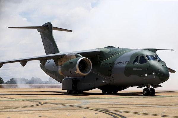 FAB reduzirá compra do KC-390 e fala em até 70 caças Gripens
