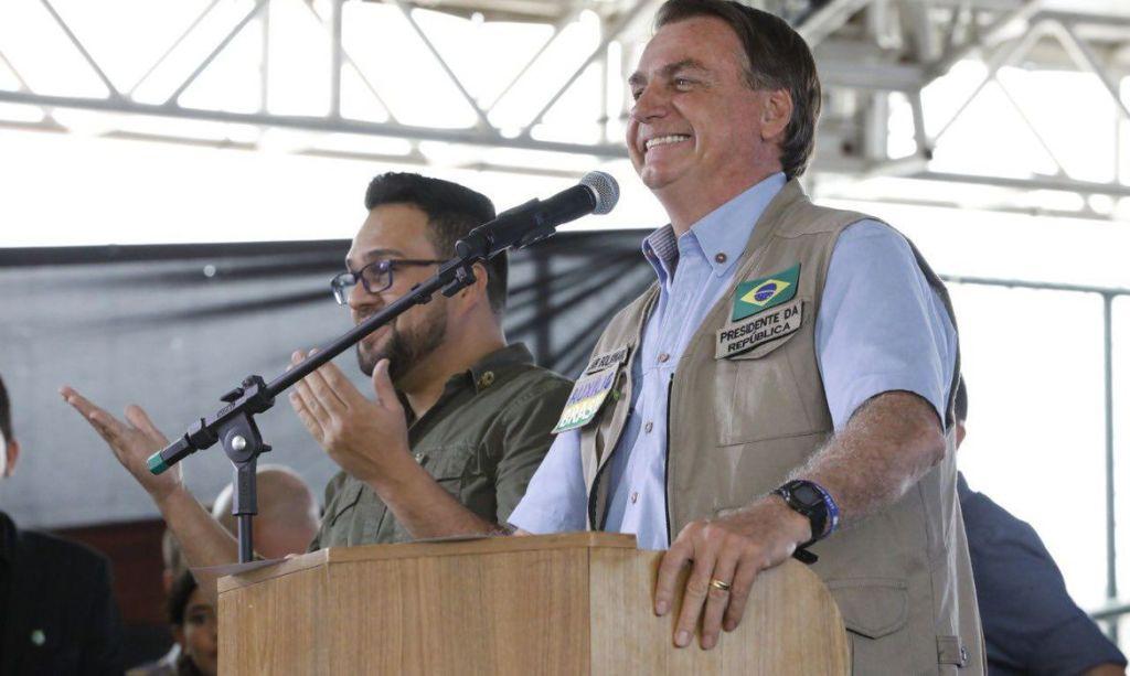 Bolsonaro pretende lançar bolsa-auxílio para 750 mil caminhoneiros
