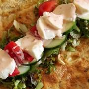 Omelet met mozzarella en groente