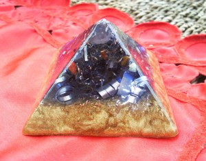 blue_orgonite_pyramid_by_thirdeyestudio-d310m4h