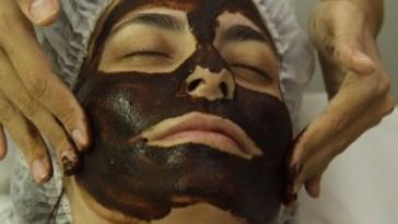 mascara choc - Máscara facial de chocolate para fazer em casa na Páscoa