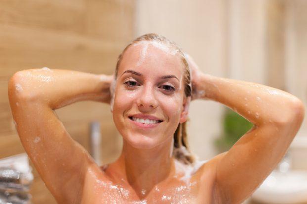 iStock 000044755790 Small 1 621x413 - Como aplicar o shampoo?