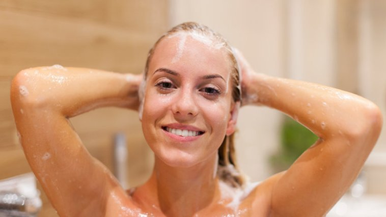 iStock 000044755790 Small 1 - Como aplicar o shampoo?