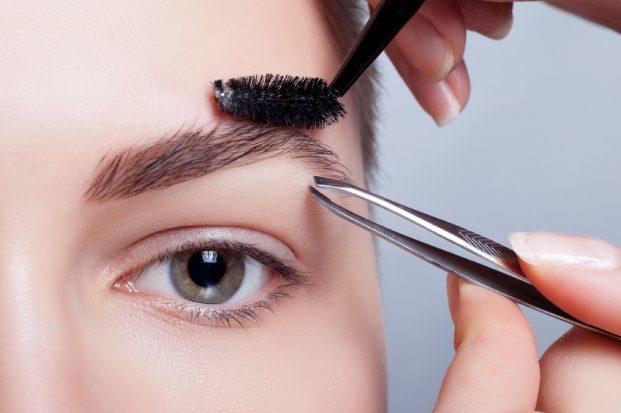iStock 000086489155 Small 621x413 - 7 truques para as Falhas das sobrancelhas