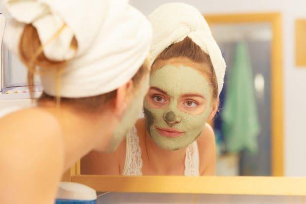 iStock 99938397 SMALL 621x414 - Quais são os benefícios da máscara de argila?