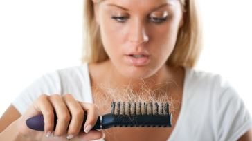 iStock 000021540949 Small - Causa da queda de cabelos e tratamentos