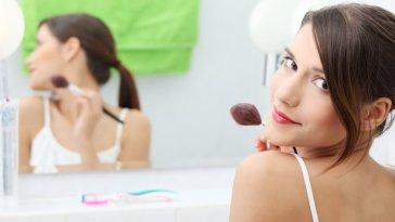 iStock 000015865426 Small - Como afinar o Rosto com Maquiagem